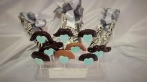 Caja de Bombones Artesanos- Tres pisos y Piruletas Bigotes de chocolate