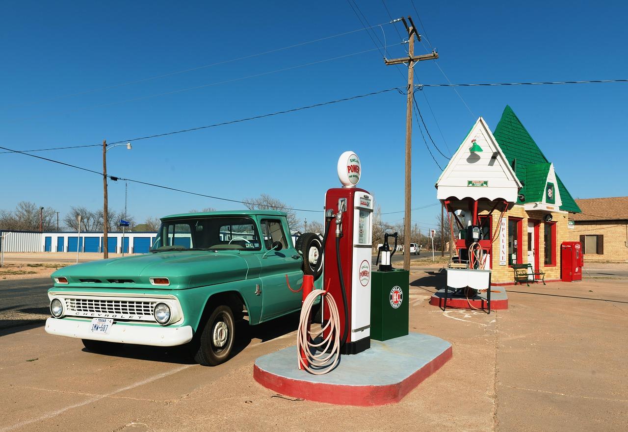 petrol-stations-1664615_1280